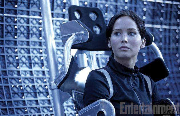 File:Katniss-catching-fire-training-ew.jpg