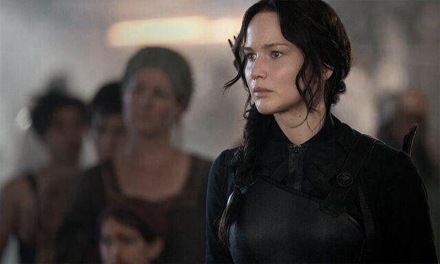 File:Katniss district 8 khvbfsihs.jpg
