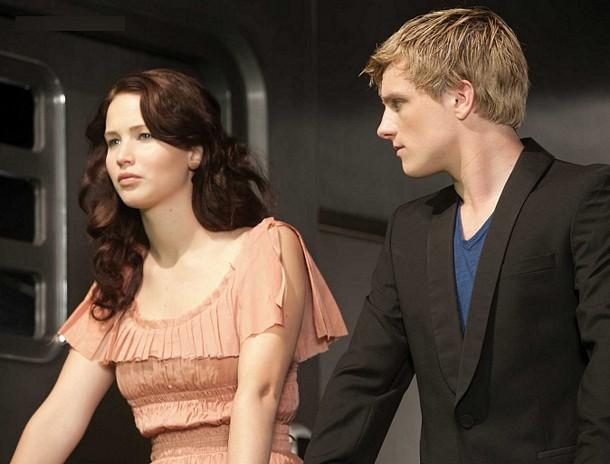 File:Katniss peeta train.jpg