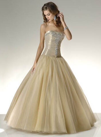 File:Fairytale-ball-gown-wedding-dresses.jpg