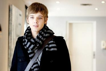 File:372px-Boy-scarf-coat-model-fashion.jpg