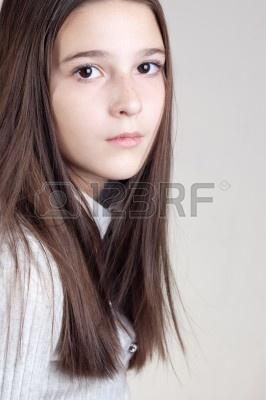 File:9407624-retrato-de-la-nina-de-doce-anos.jpg