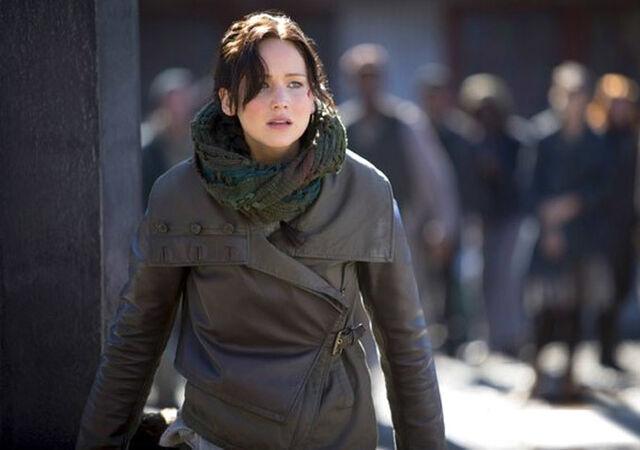 File:Cf hungergames-katniss-whipping.jpg