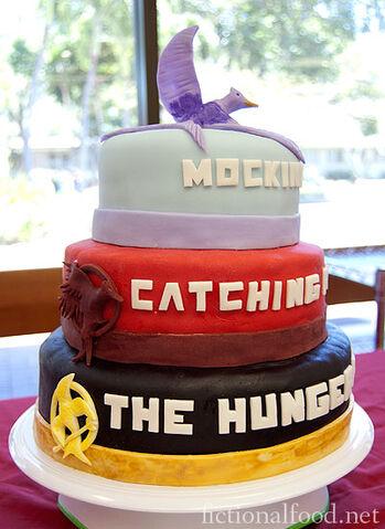 File:The-Hunger-Games-Trilogy-Cake1.jpg