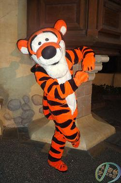 File:Disney park tigger.jpg
