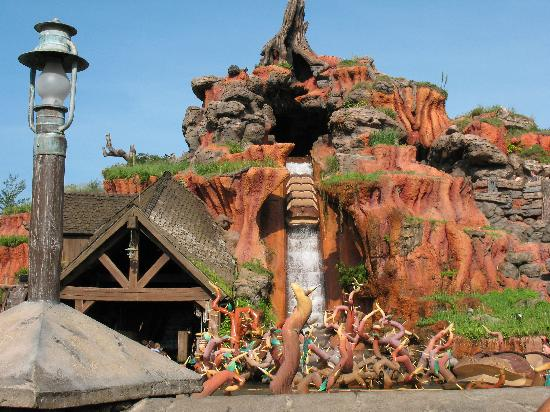 File:Splash-Mountain-Magic-Kingdom-WDW.jpg