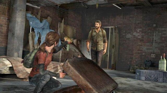 Archivo:Ellie lifting wreckage.jpg
