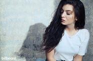 Lorde-2014-hargrave-bb37-billboard-01-650