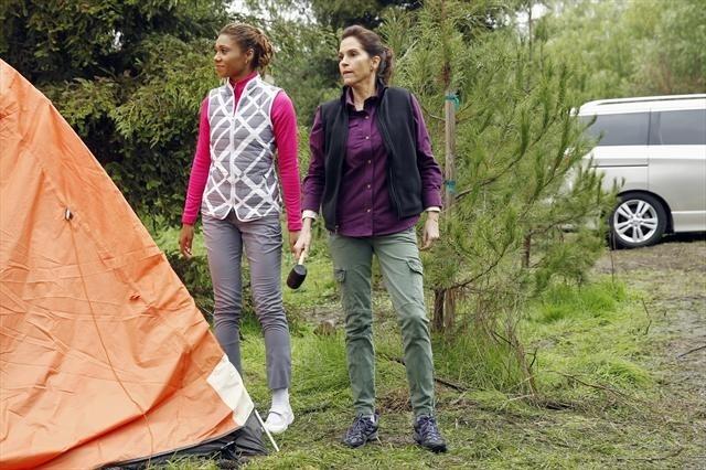 File:Camping Toks Olagundoye Jami Gertz.jpg