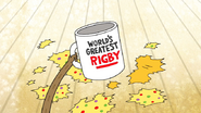 S7E06.028 World's Greatest Rigby