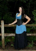 Leesha Paper cosplay RenFest-by Aleena Hinojosa-CGhTHf9UQAEKfVq