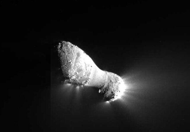 File:Comet Hartley 2.jpg