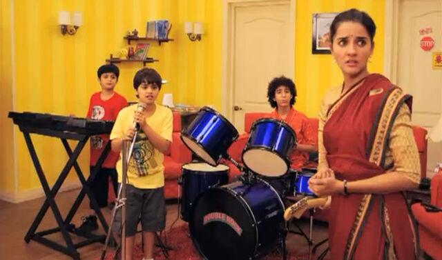 File:13 Band in Mumbai.jpg