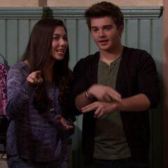 Phoebe and Max helping Hank in Breaking Dad