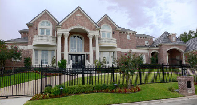 File:Crystal's mansion.jpg