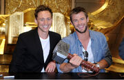 Chris+Hemsworth+Tom+Hiddleston+Comic+Con+2010+mS3DJzg1ipQl