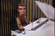 Virgil piano
