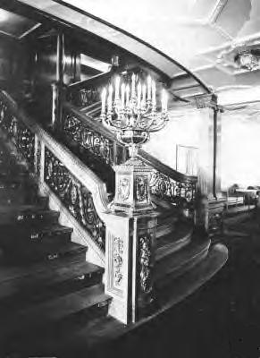 File:Titanic's 1st Class Forward Grand Staircase Level 3.JPG