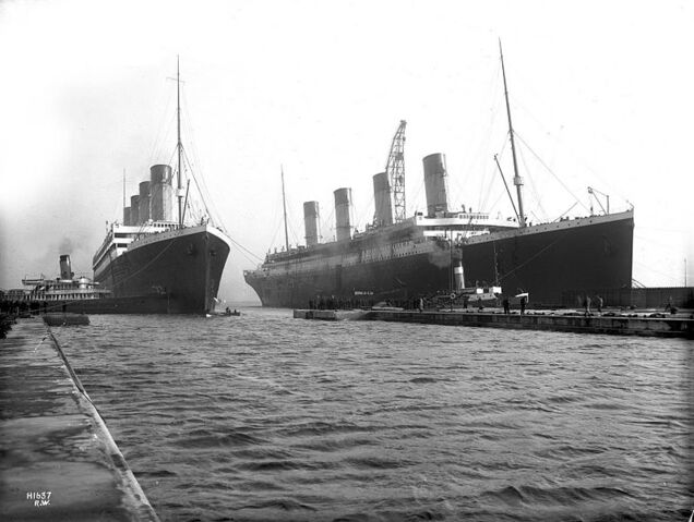 File:Olympic and Titanic.jpg