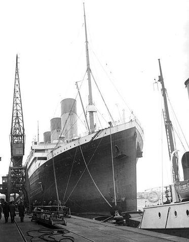 File:Olympic, Southampton, 1929.jpg