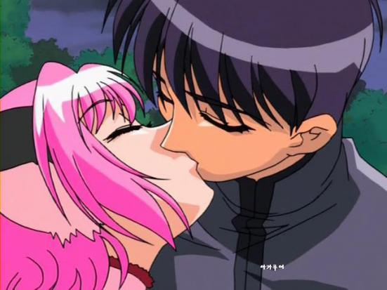 File:Mark kisses Zoey.jpg