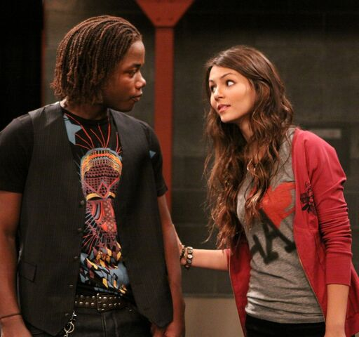 File:Tori-and-Andre-victorious-13677908-1411-1322.jpg