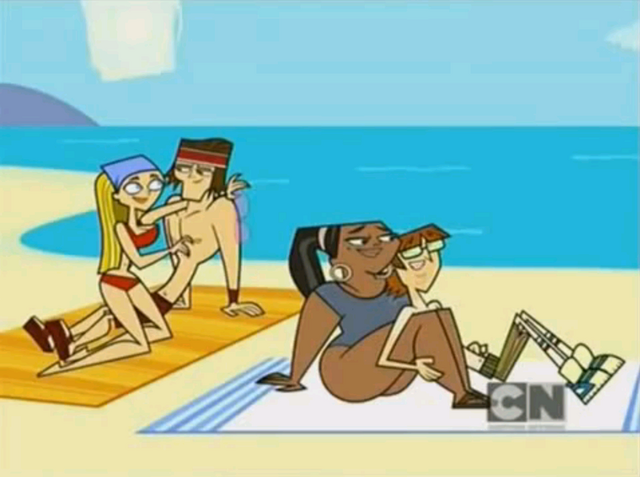File:Lyler & LeHarold on the beach.PNG