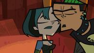 Duncan kisses Gwen