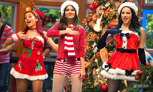 File:Ariana Victoria & Liz.jpg