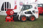 Bobcat S175 with Red Rhino 2000 crusher - IMG 7681