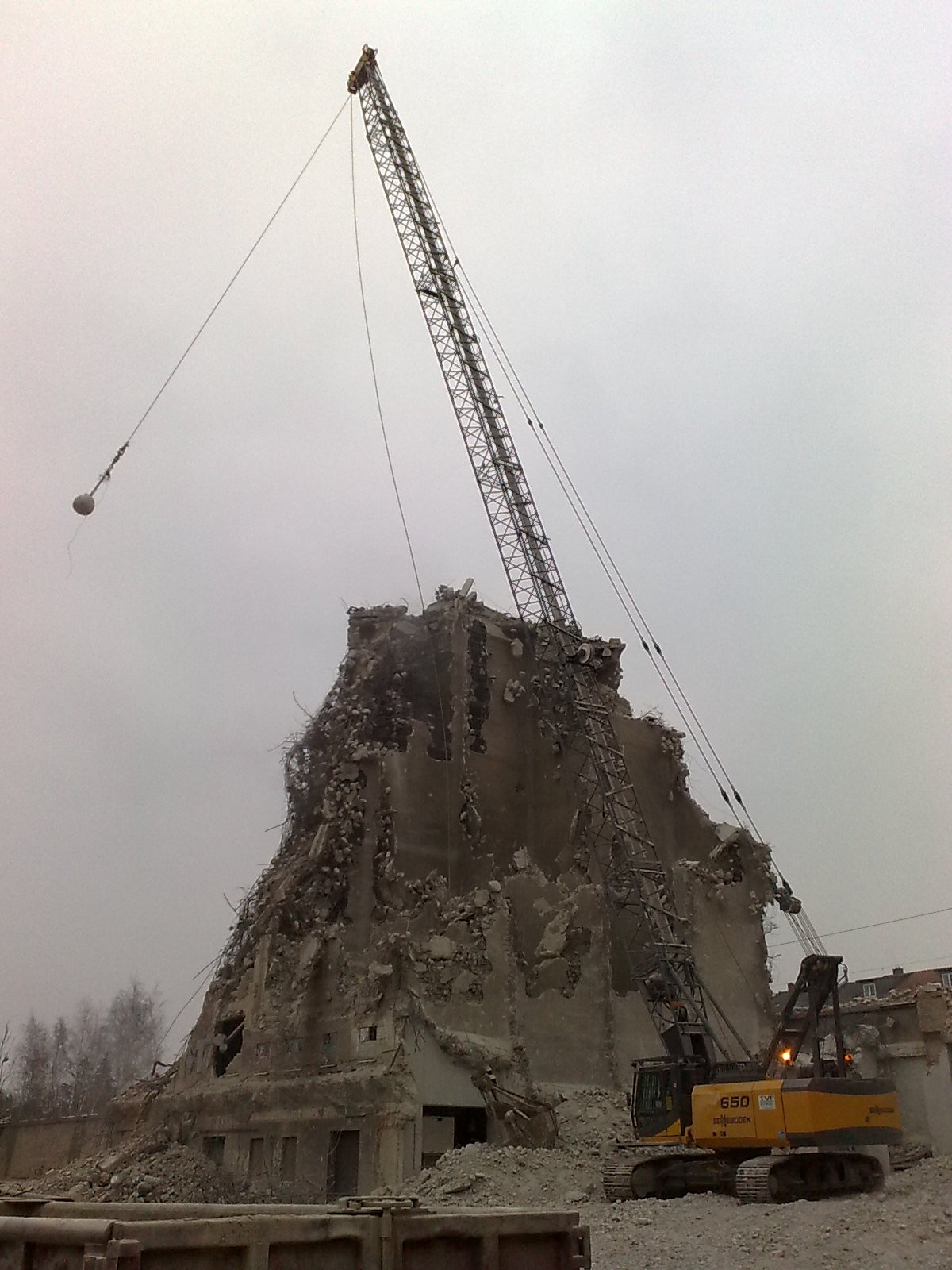 Wrecking Ball Building : Wrecking ball tractor construction plant wiki fandom