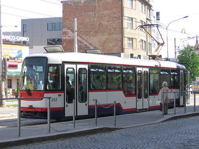 File:800px-Tram Vario (rear view) in Olomouc.jpg