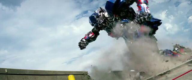 File:Transformers AOE 4176.jpg