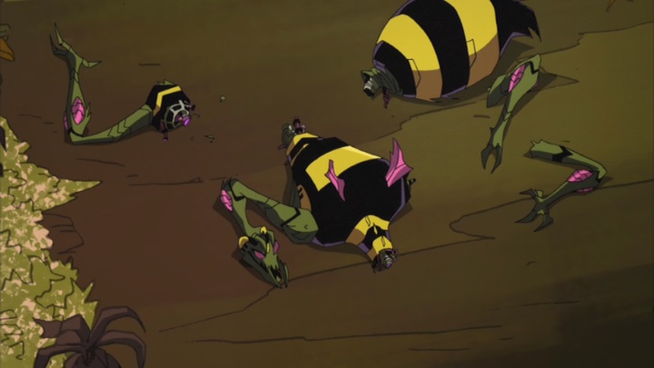 File:TFA Waspinator in pieces.jpg