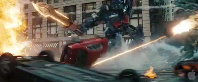 File:Dotm-optimusprime-film-streetbattle-19.jpg