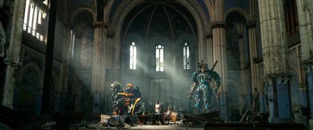File:Transformers AOE 3701.jpg