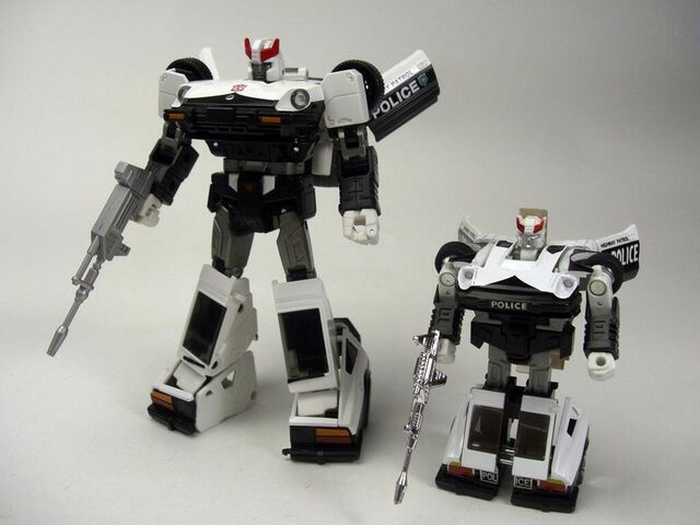 File:Transformers-masterpiece-mp-17-and-vintage-prowl-comparison-image.jpg