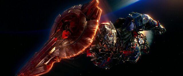 File:Optimus Prime Leaving Earth.jpg