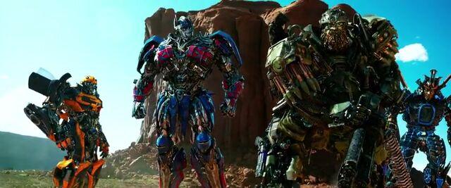 File:Transformers AOE 3279.jpg