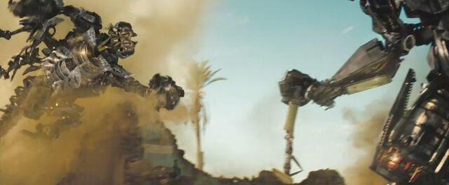 File:Rotf-scorponok&jetfire-film-battle.jpg