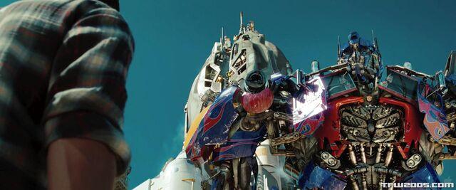 File:Dotm-optimusprime-film-xantium.jpg