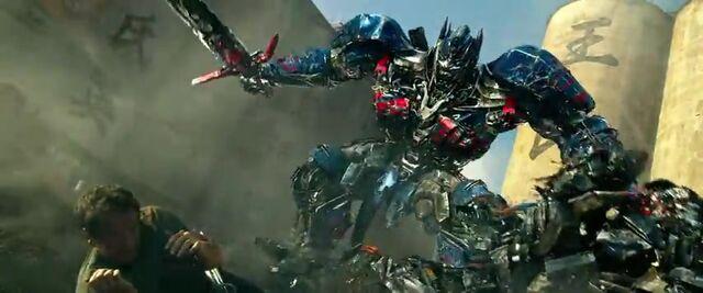 File:Transformers AOE 9205.jpg