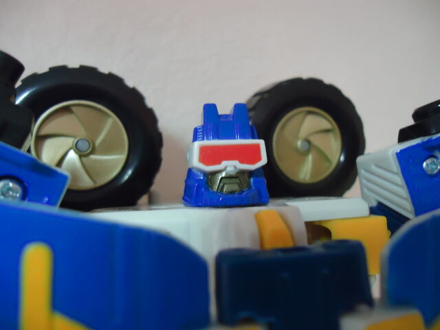 File:Energon-beachcomber-toy-mega-1-face.jpg