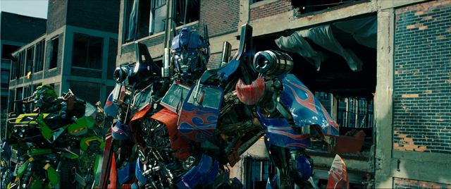 File:Optimus-ratchet-chicago.png