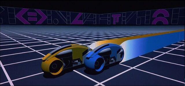 Archivo:Light Cycle Race in --Tron (film)-Tron--.jpg