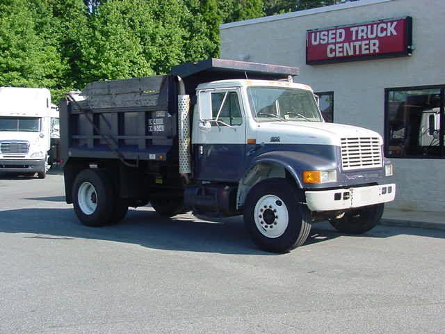 File:International 4900 dumptruck.jpg