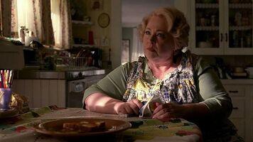 Maxine-fortenberry-dale-raoul-madre-di-hoyt-in-una-scena-dell-episodio-i-will-rise-up-della-serie-tv-true-blood-127253