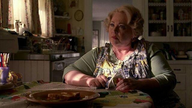 File:Maxine-fortenberry-dale-raoul-madre-di-hoyt-in-una-scena-dell-episodio-i-will-rise-up-della-serie-tv-true-blood-127253.jpg