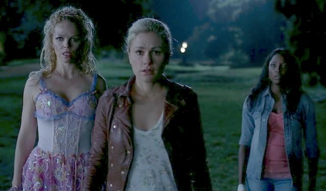 File:Sookie-tara-shock-true-blood-finale-season-42.png