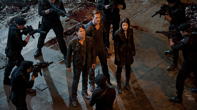File:Last Scene Nora Eric Bill Surrounded 5x1.jpg